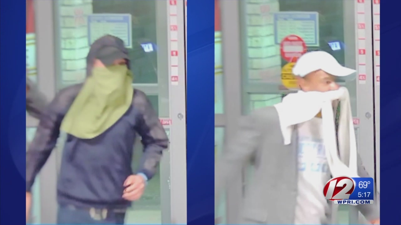 Police searching for Warwick liquor store burglary suspects