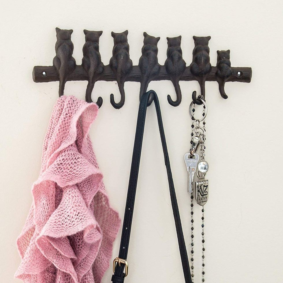 Cat tail wall hanger