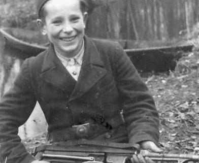 child-soldiers-in-world-war-iiB