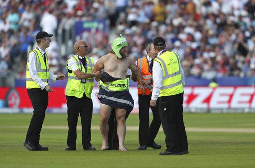 New York Alin hinta uusi aito Just not cricket: Streaker in the sun delays World Cup game ...
