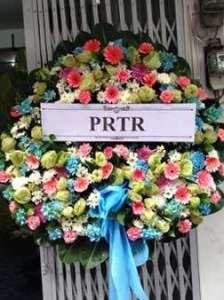 พวงหรีดดอกไม้สด โทนสดใส สั่งโดย PRTR จัดส่งที่ วัดธาตุทอง หรีด ณ วัด ขอร่วมแสดงความเสียใจต่อบุคคลที่คุณรักค่ะ