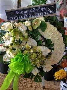 พวงหรีดดอกไม้สดจัดคละดอกคละสี จาก บริษัท ไทยสตนเลสสตีล จำกัด จัดส่งที่ วัดพระศรีมหาธาตุ หรีด ณ วัด ขอแสดงความอาลัยต่อผู้ที่จากไปอันเป็นที่รักและเคารพค่ะ