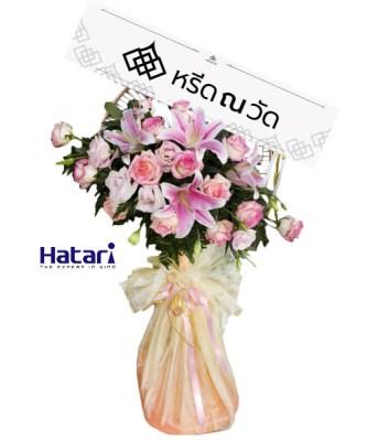 พวงหรีดพัดลมออกแบบสวย ตกแต่งด้วยดอกไม้ประดิษฐ์สีชมพูเน้น ๆ