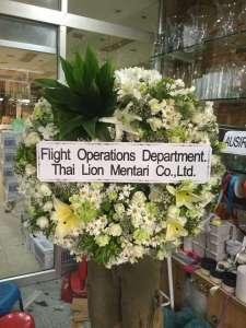 พวงหรีดดอกไม้สด A088 ส่งในนาม Flight Operations ณ วัดมกุฏกษัตริยาราม