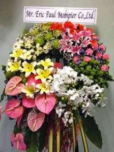 พวงหรีดดอกไม้สดสีสันสดใส จาก Mr. Eric Paul Mobipier Co.,Ltd. จัดส่งที่วัดมกุฎกษัตริยาราม หรีด ณ วัด ขอแสดงความเสียใจแก่ครอบครัวผู้เสียชีวิตมา ณ ที่นี้ด้วยค่ะ