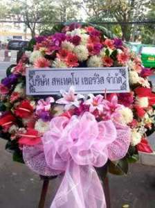 พวงหรีดดอกไม้สดโทนสีชมพู สั่งโดย บริษัท สหเทคโน เซอร์วิส จำกัด จัดส่งที่ วัดยาง หรีด ณ วัด ขอร่วมแสดงความเสียใจต่อการจากไปของคนที่คุณรักค่ะ