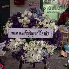 พวงหรีดดอกไม้สด ธเนศและอัญชัญขอไว้อาลัย ณ วัดเทพศิรินทราวาส