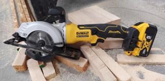 """DEWALT ATOMIC 20-Volt MAX Cordless 4-1/2"""" Circular Saw Review DCS571"""