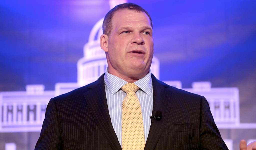 Mayor Glenn Jacobs wins 24/7 title on Raw…but alter ego Kane gets attacked by The Fiend