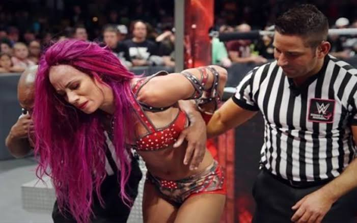 Sasha Banks suffers legitimate back injury from Becky Lynch