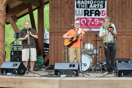 Bill Ward (center) performs during the 2016 WRFA Great American Picnic and is accompanied by John Cross (left) and Claud Shuckers (right). (Photo courtesy of Andy Palermo, Jamestown, NY)