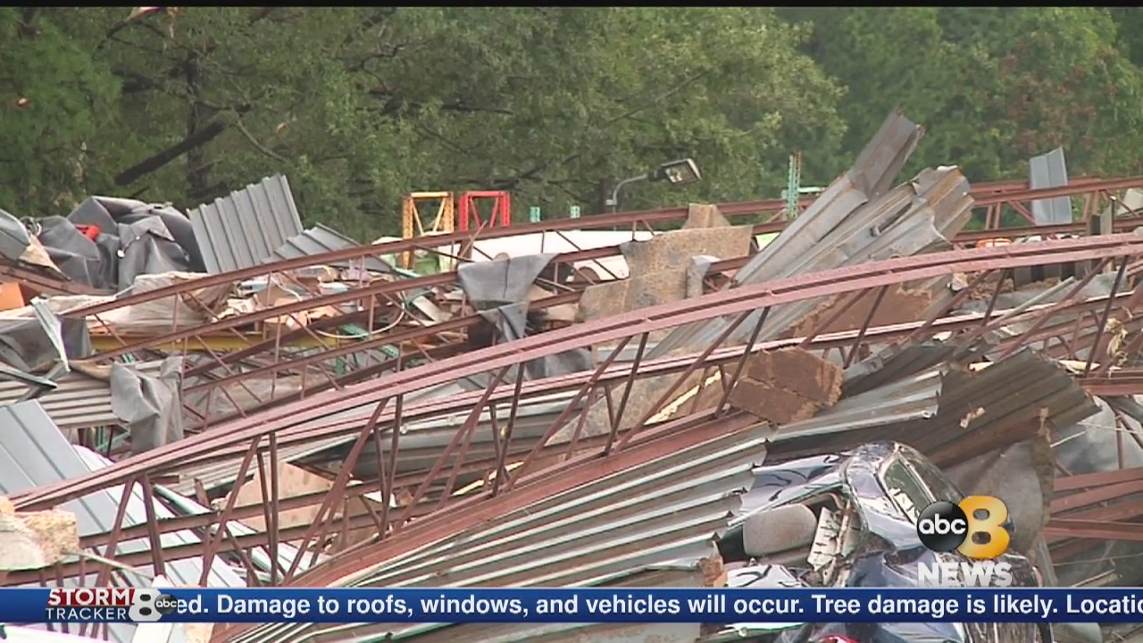 Employee_killed_after_tornado_slams_Ches_0_20180918032152