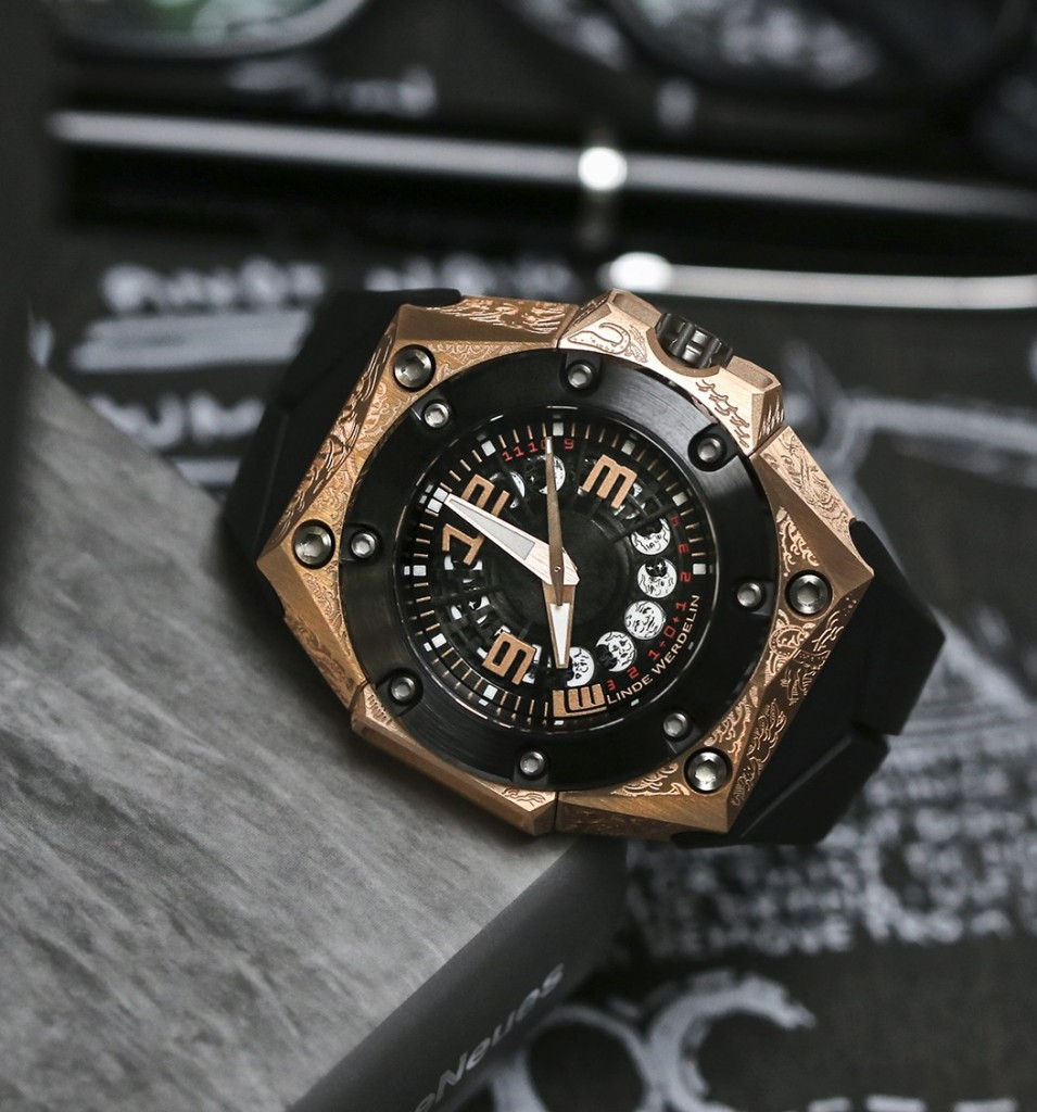 linde_werdelin_oktopus_moon_tattoo_side_book