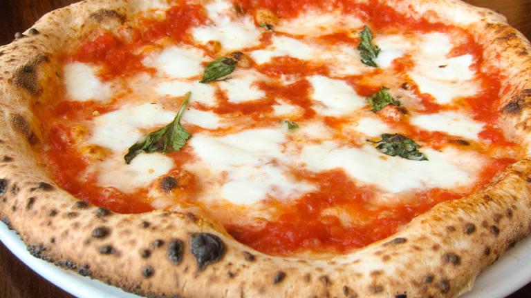 Pizza neapolitańska - złoto Neapolu