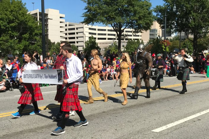Battlefield Earth characters in the Dragon Con 2017 parade