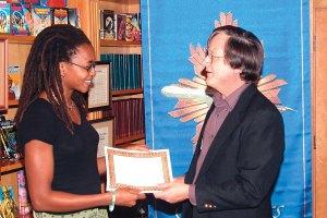 Judge Tim Powers presents Nnedi Okorafor with her workshop certificate.