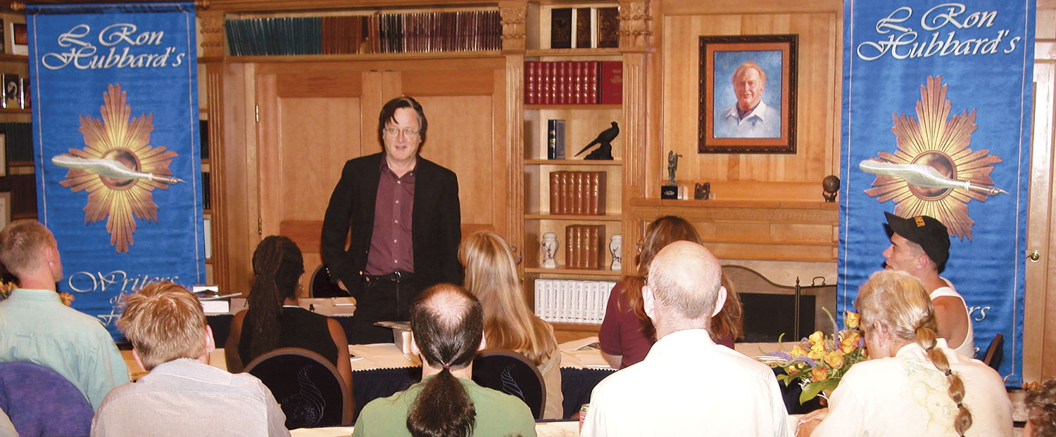 Tim Powers leading the Writers Workshop