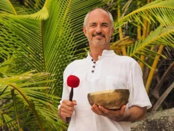 Singing Bowl Master Nigel Rowles