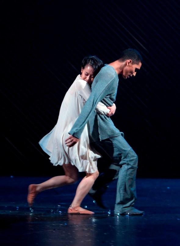 Mariko Kida and Anthony Lomuljo in Mats Ek's Juliet & Romeo (photo: Gert Weigelt)