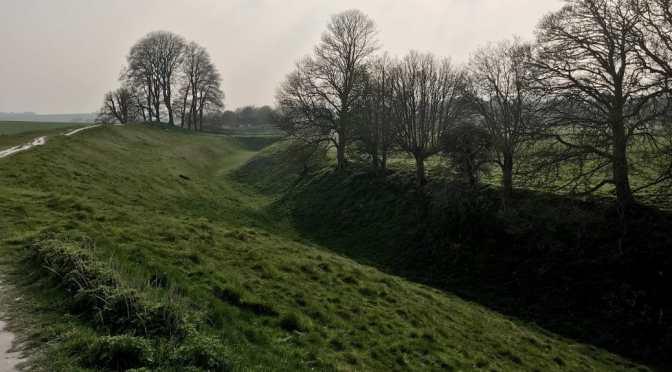Avebury Walk: West Kennet Long Barrow to Silbury Hill to avebury