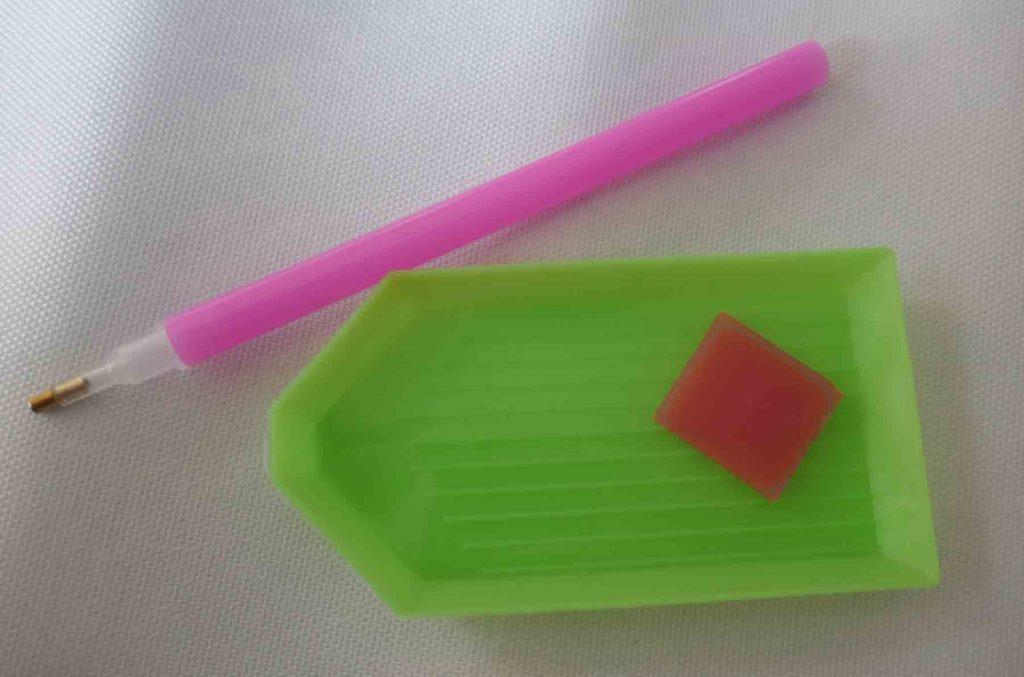 https://www.writteninwaikiki.com/diamond-painting/ diamond painting kit dotz tools tray glue