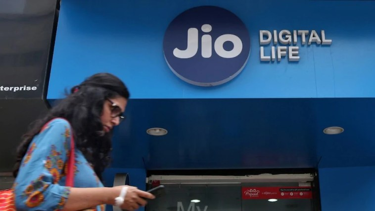 Jio Launches In-Flight Connectivity Packs, Adds 2 New International Roaming Options With Wi-Fi Calling