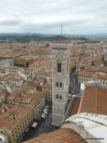 Widok na dzwonnicę z kopuły katedry