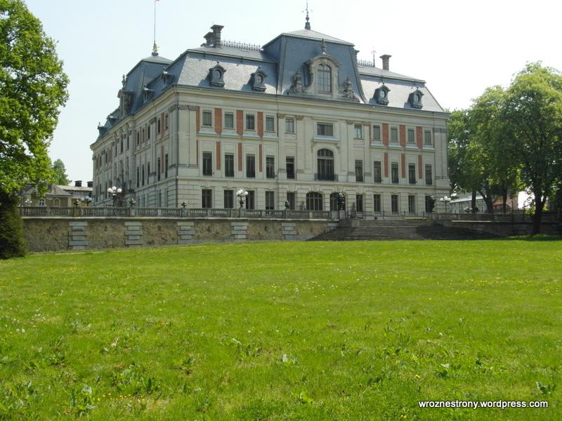 Zamek od strony parku