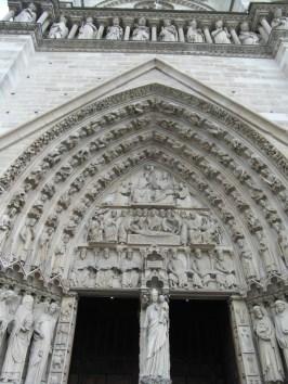 Jeden z portali katedry