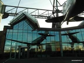 Niemieckie Muzeum Techniki - widok na budynek z tarasu