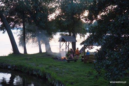 Ognisko nad jeziorem Drawsko w Starym Drawsku