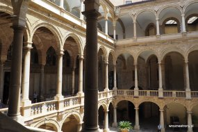 Dziedziniec Pałacu Normanów