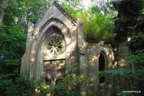 Ruiny mauzoleum w Dankowie