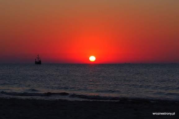 Zachód słońca oglądany z plaży w Międzyzdrojach