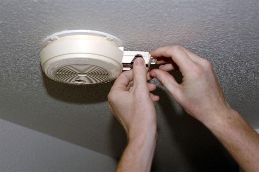 smoke alarm detector install_335663