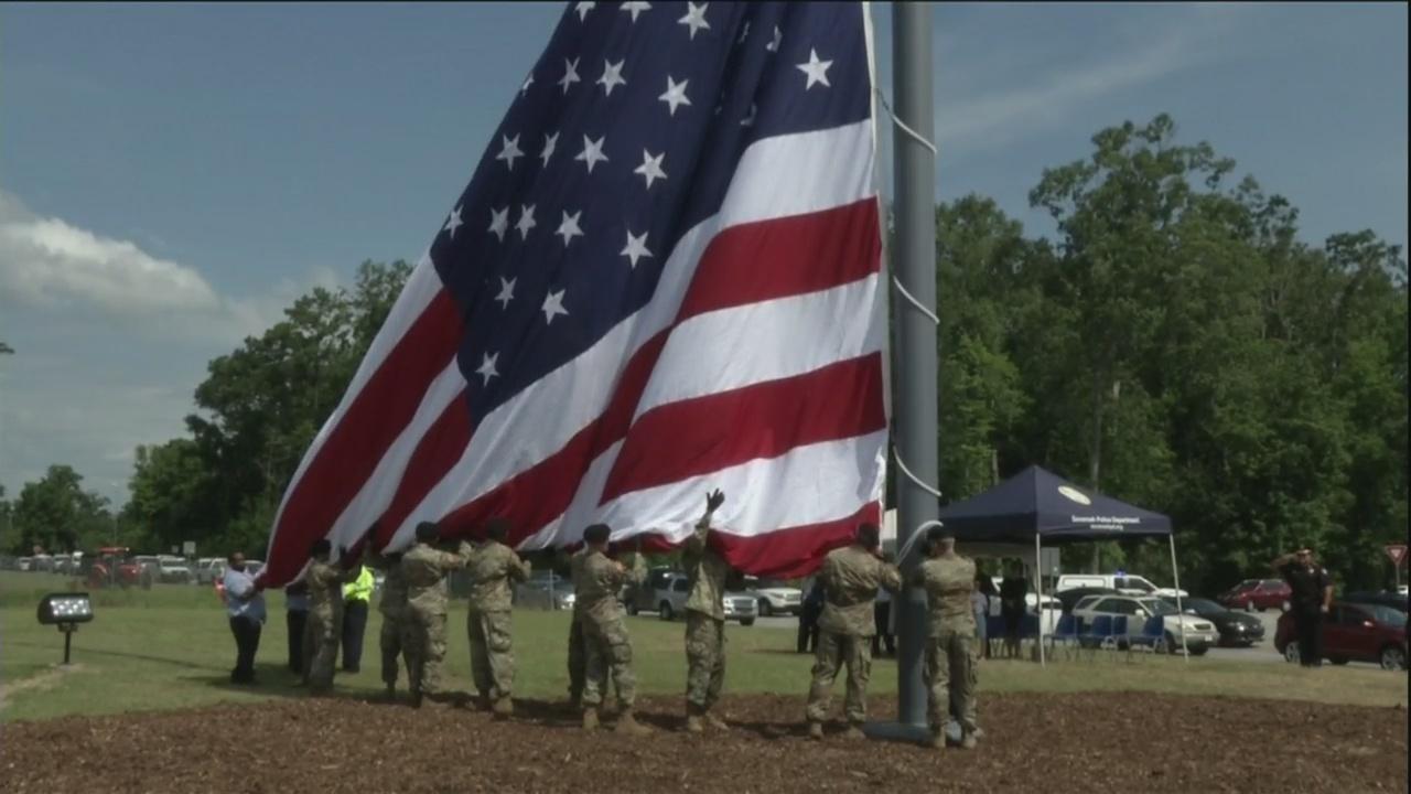 Savannah raises largest flag
