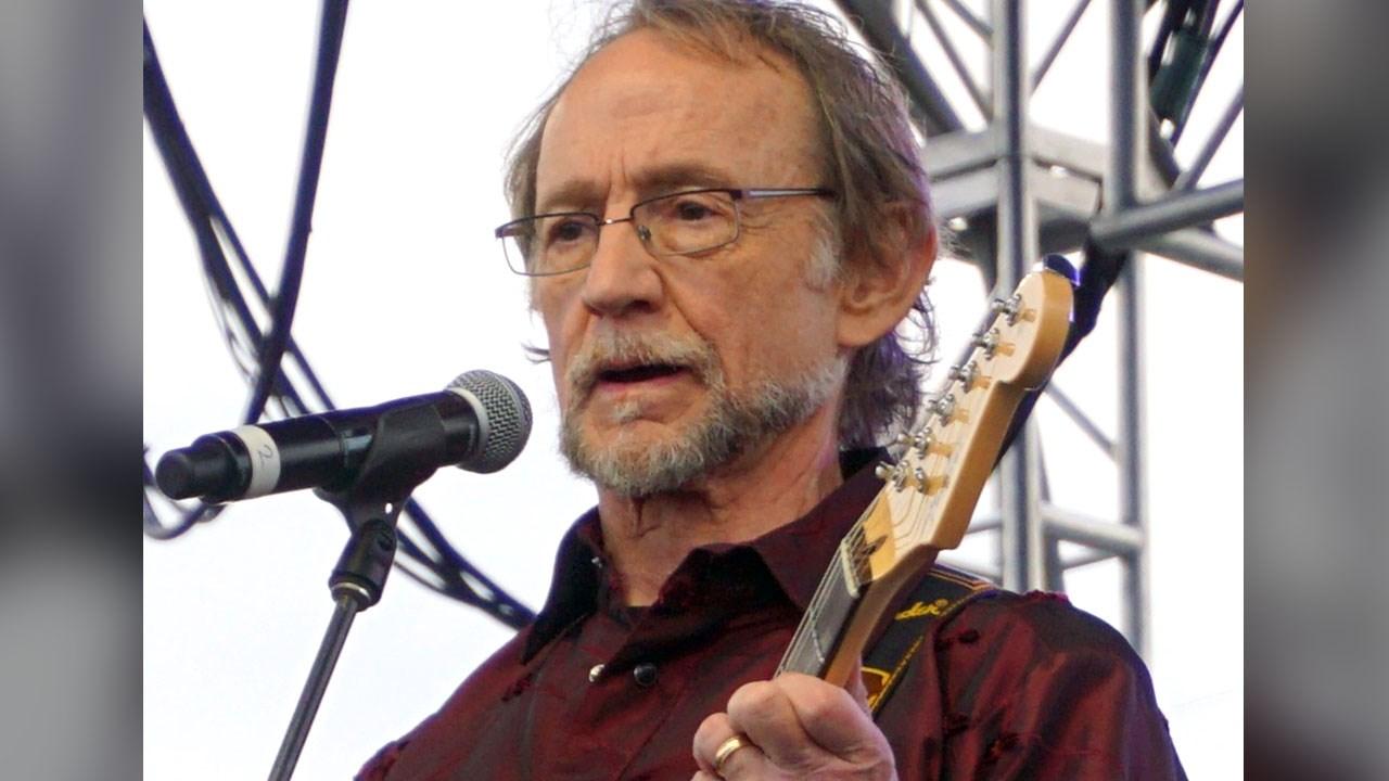 Monkees bassist, singer Peter Tork dies at 77