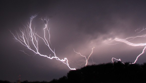 619185-8-myths-and-facts-about-lightning-6d1b8_27804