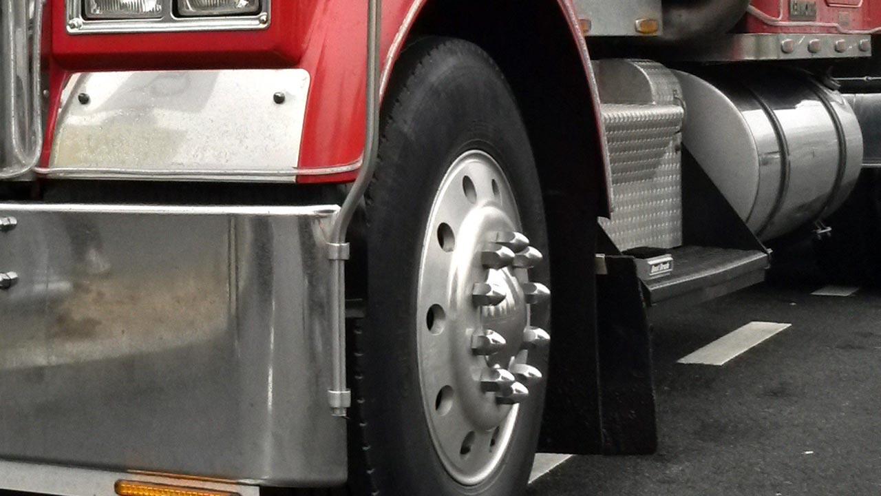 tractor trailer big rig semi truck generic_383308