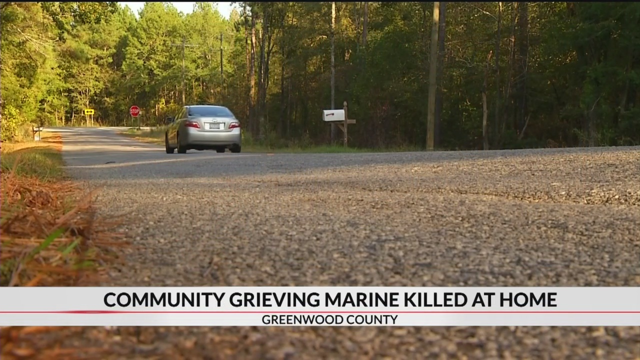 Community_mourning_Marine_who_was_shot_a_0_20181016035204
