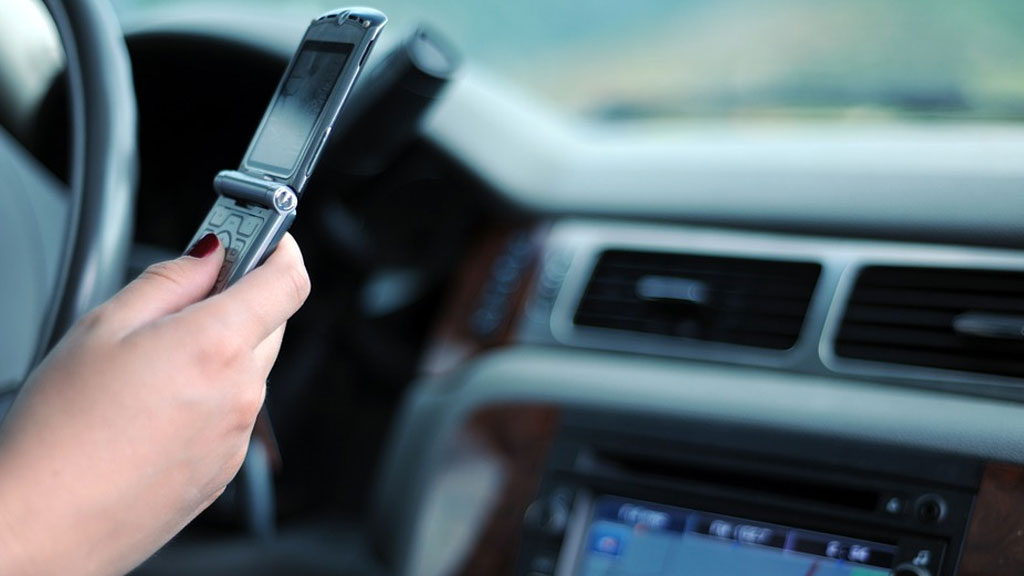 texting-and-driving_1528902215074.jpg