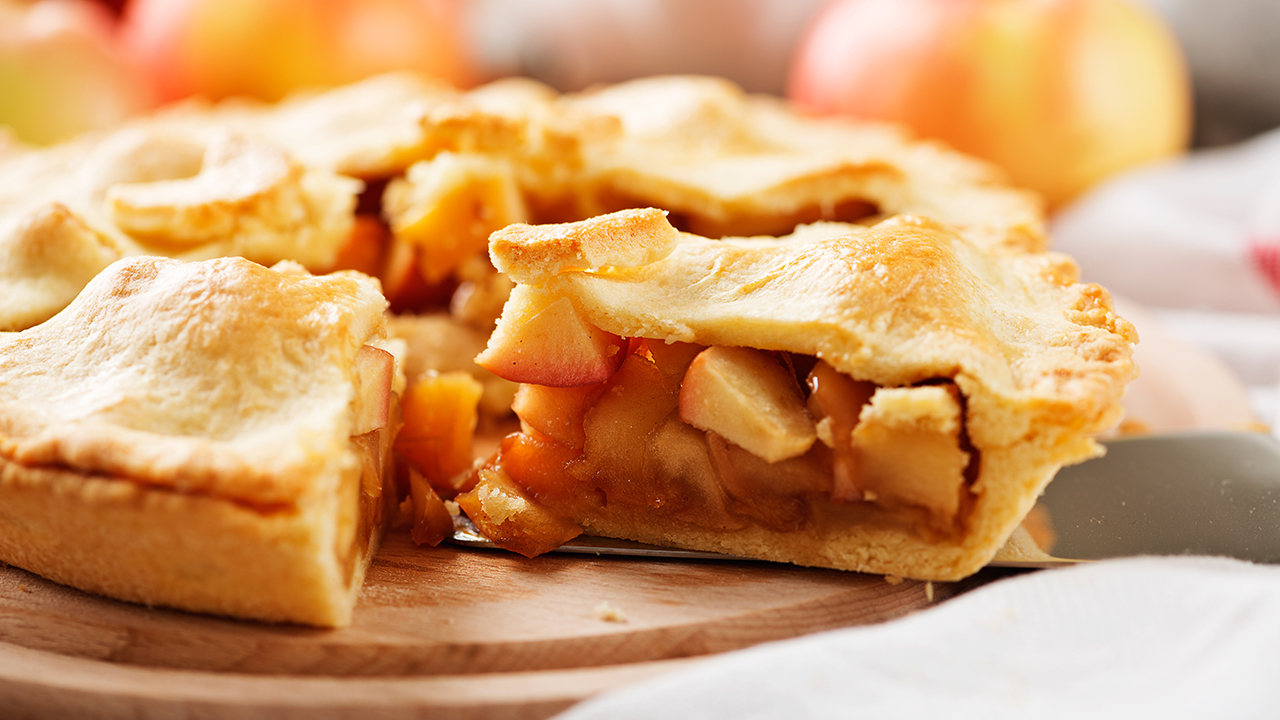 homemade-apple-pie-holidays-recipes_1542314778560_420103_ver1_20181115223012-159532