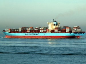 maersk-port-harbour-shipping