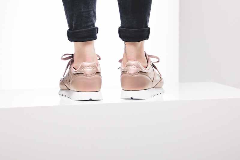 reebok-wmns-classic-leather-pearlized-rose-bd4308-mood-3