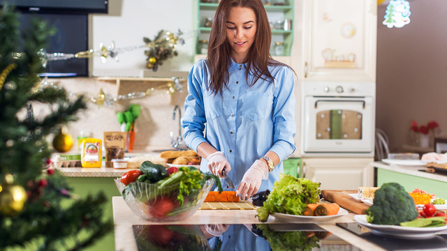 woman-cooking-kitchen-healthy-meal-holiday_1514412697948_326933_ver1-0_30662995_ver1-0_640_360_589697
