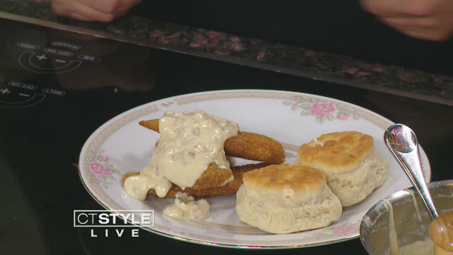 chicken and biscuits_642687