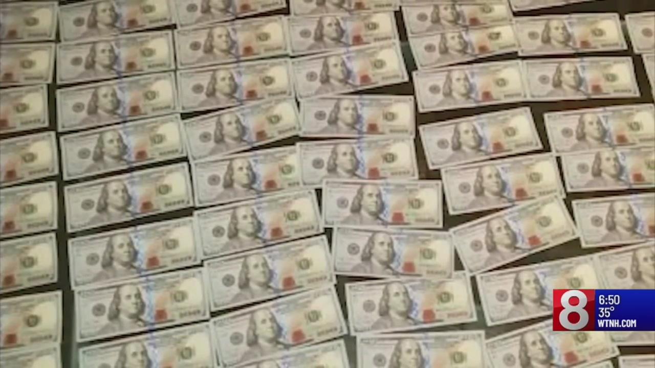 Man finds $10,000 in Chanel bag on New York City subway platform