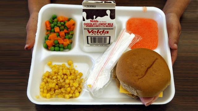 school-lunch-tray_37832121_ver1.0_640_360_1534527515209_52215167_ver1.0_640_360_1558090416384.jpg