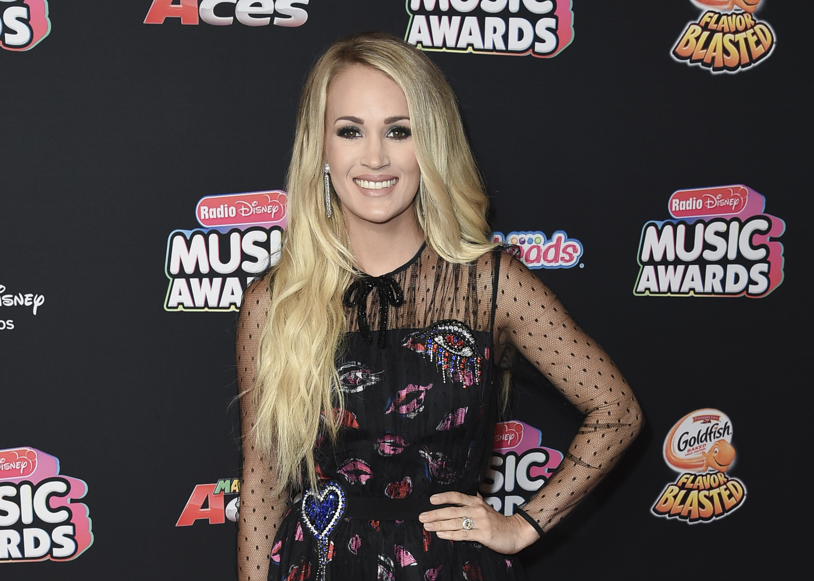 People-Carrie_Underwood_13449-159532.jpg90179398