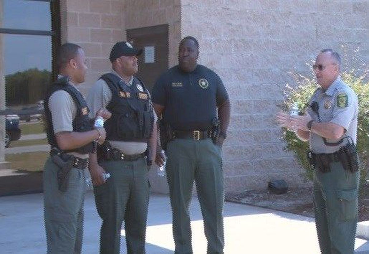 Estill High School Students Chat With Local Law Enforcement